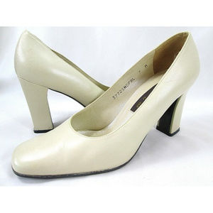 SESTO MEUCCI Ole Cream Ivory Leather Pumps Vintage